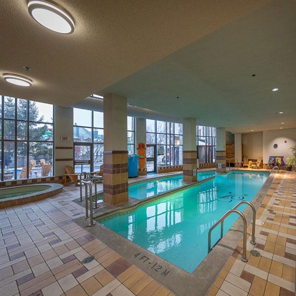Fairmont hotel Mont Tremblant pool