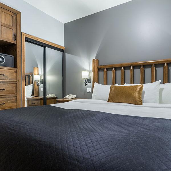 Le Grand Lodge Lac Suite - Bedroom