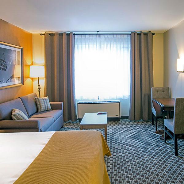 Mont Tremblant Holidat Inn hotel room 1